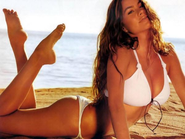 sofia-vergara-sexy-in-bikini