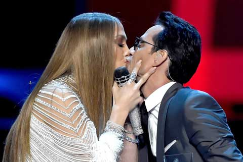 jennifer-lopez-marc-anthony-bacio-latin-grammy-awards-2016