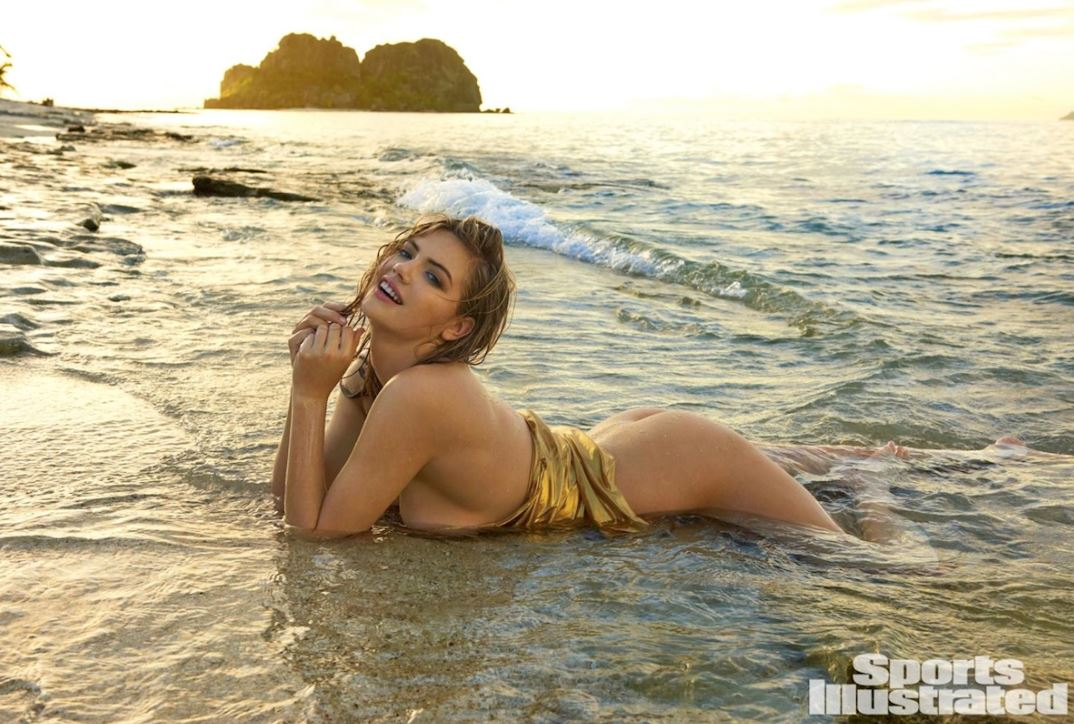 kate-upton-seminuda-in-acqua-maxw-1280