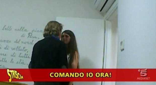 """""""Comando io ora"""": """"Striscia la Notizia"""" smaschera l'organizzatore di Miss Mondo Toscana"""