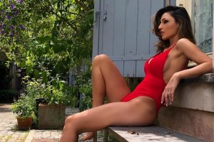 anna-tatangelo-costume-rosso-estate-2018
